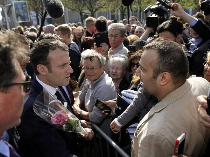 Un retraité en garde à vue après avoir fait un doigt d'honneur à Macron