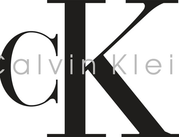 Calvin Klein : La célèbre marque vend une fortune des gants en caoutchouc !