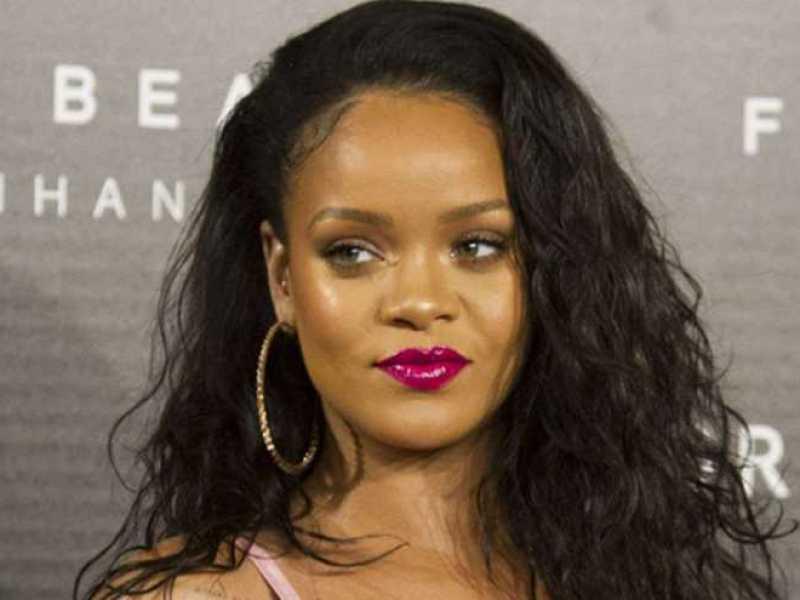 Coachella : Rihanna dévoile ses tétons… dans une tenue improbable !