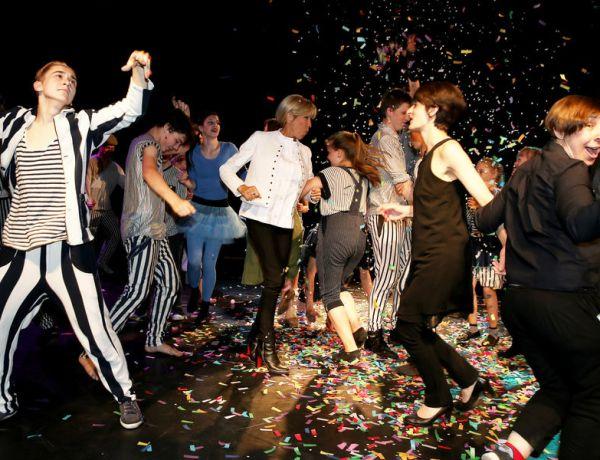 Brigitte Macron met l'ambiance sur la piste du cirque Upsala en Russie