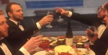 Quand quatre amis mangent… une raclette dans le métro parisien !