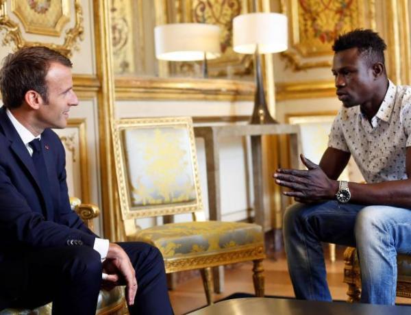 Emmanuel Macron salue le geste héroïque de Mamoudou Gassama et prend une décision exceptionnelle
