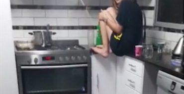 L'incroyable réaction de cette jeune femme face à une araignée