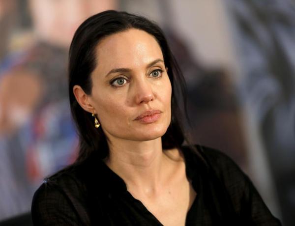 Angelina Jolie heureuse… après avoir viré son avocate !