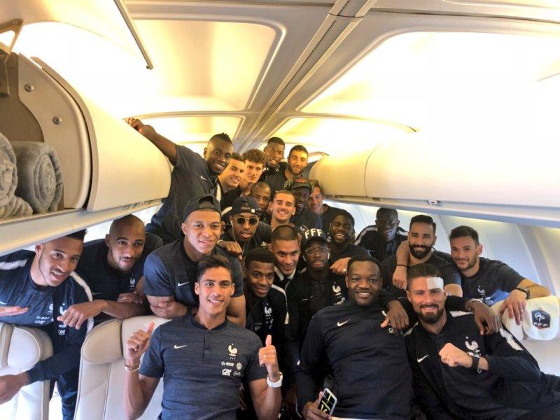 Coupe du monde 2018 : Le dernier selfie des Bleus avant de s'envoler pour la Russie