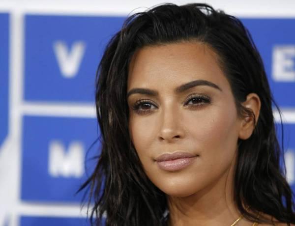 Kim Kardashian toujours plus sexy : La bimbo s'affiche en string sur Twitter!