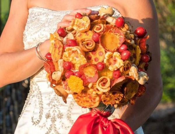 Offrez-vous une pizza en guise de bouquet de mariage