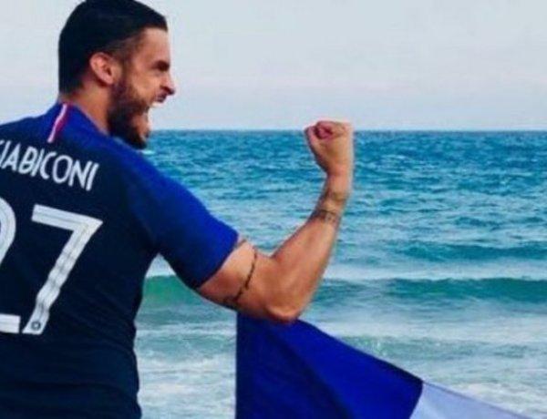Baptiste Giabiconi : Fesses nues pour célébrer la victoire des Bleus
