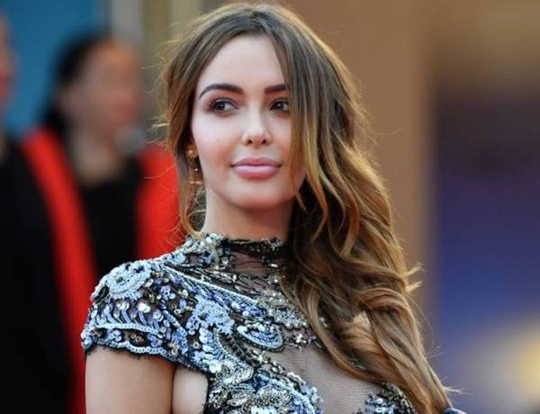 Fashion Week Paris : Nabilla en montre un peu trop !
