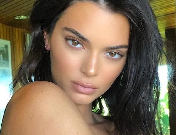 Chaud devant ! Kendall Jenner fait tomber le haut !