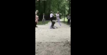 La vidéo d'un homme qui frappe des adolescentes choque les internautes
