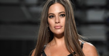 Ashley Graham s'affiche toute nue au sauna !