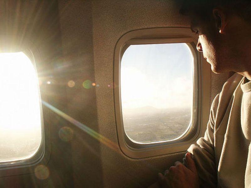 Le passager d'un avion affirme avoir filmé un OVNI