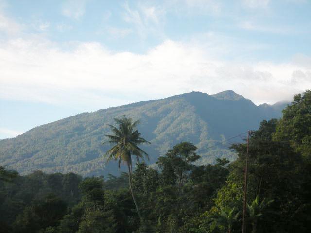 https://i1.wp.com/www.potlot-adventure.com/wp-content/uploads/2009/03/pemandangan-gunung-salak.jpg