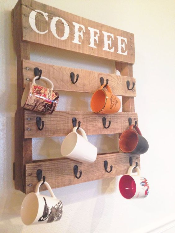 DIY pallet wood home decor idea are HOT and VERY popular on Pinterest right now.  Blog post ideas from @PotPieGirl