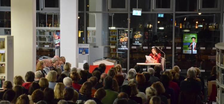 Eva Mattes mit Elena Ferrante in Potsdam