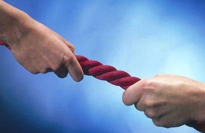 قطع دو دست در مسابقه طناب کشی
