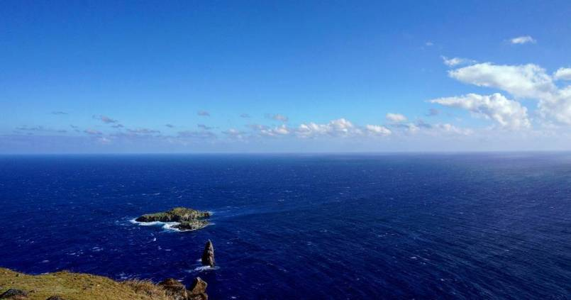 Seul au milieu de l'océan. 1