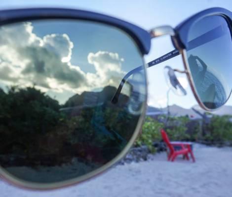 Accessoire indispensable ici, les lunettes de soleil. 11