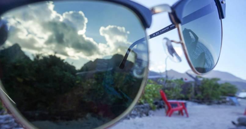 Accessoire indispensable ici, les lunettes de soleil. 1