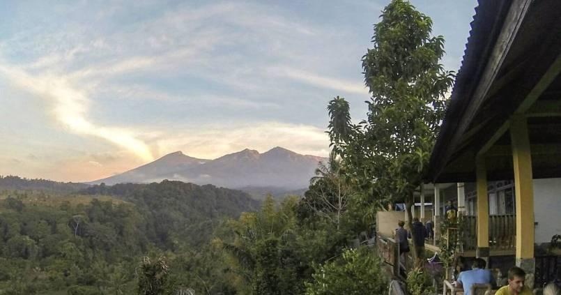 Mont Rinjani on arrive #passiontreck #11hdemarche #copains #rinjani #rinjanimountain #indonesia #lombok #tourdumonde 1