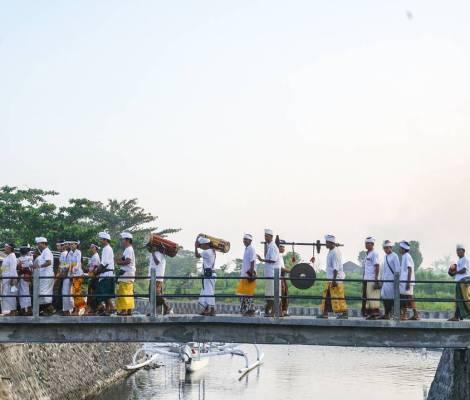 Fête hindou dans un petit village proche d'Amed à Bali. 3