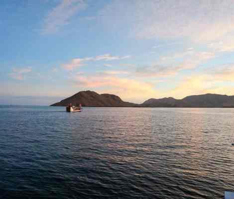 Premier coucher de soleil en bateau aux Komodo. 4