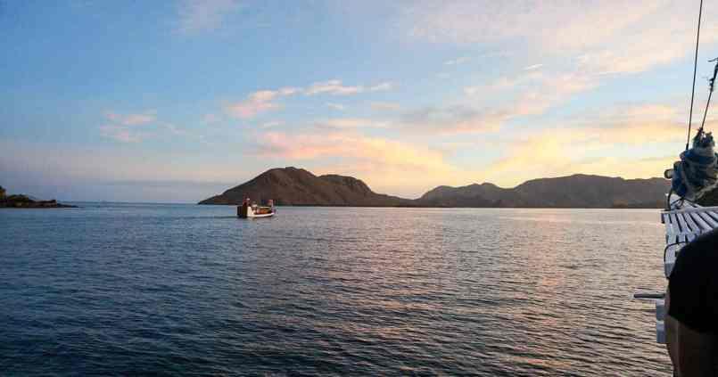 Premier coucher de soleil en bateau aux Komodo. 1