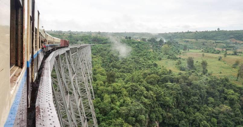 L'aventure continue sur l'immense pont de Gotheix entre Mandalay et Hispaw #presquememepaspeur 1