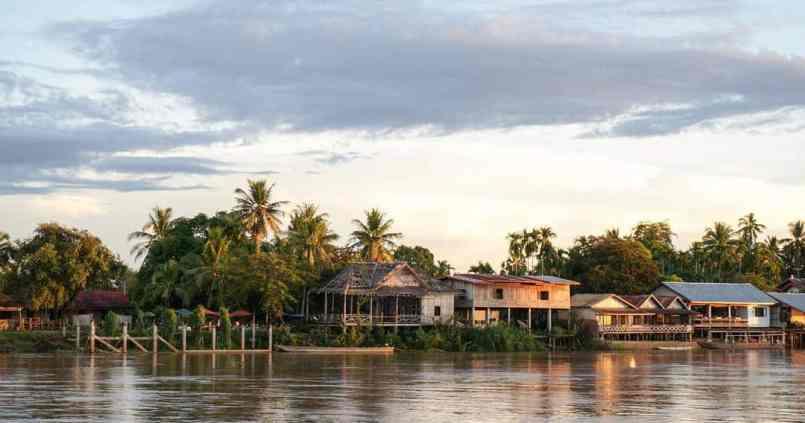 Coucher de soleil au bord du Mekong 1