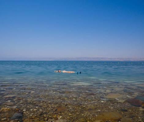 Be zen. La mer morte, l'endroit parfait pour se régénérer. Avec floating center naturel inclus. #deadsea #mermorte #jordan #jordonie #floating #floatingcenter #bezen 3