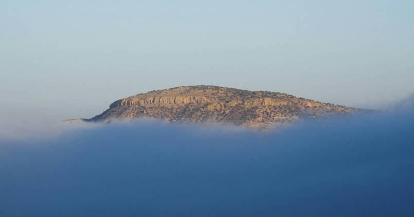 Une île dans les nuages. 1