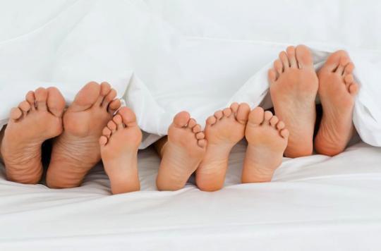 bebe dans le lit des parents c est