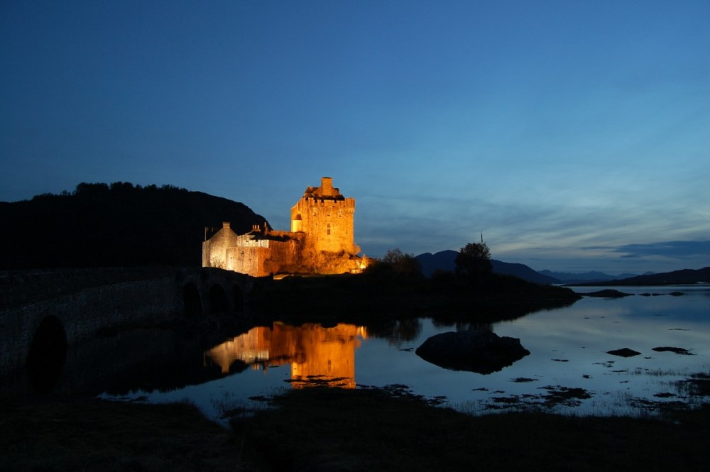 Un des châteaux les plus célèbres d'Ecosse qui a la nuit presque tombée était désert... magique.