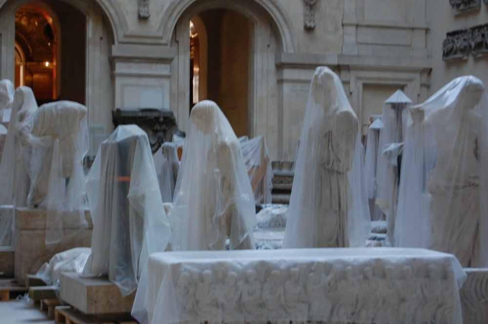 """Exposition """"antiques plastiques"""" au Louvre en 2009 ou simplement une zone de travaux à vous de voir..."""