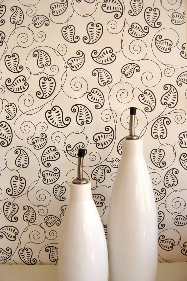 Black-white-wallpaper-for-living-room Tips On Choosing Wall Papers For Your Living Room
