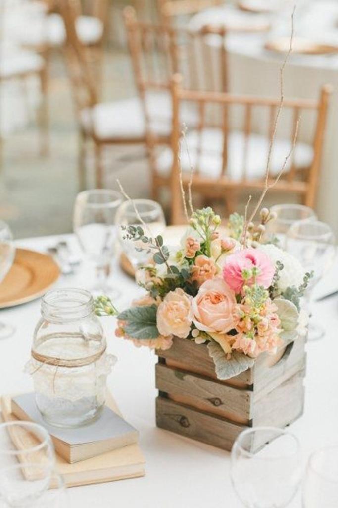 wood-wedding-centerpiece
