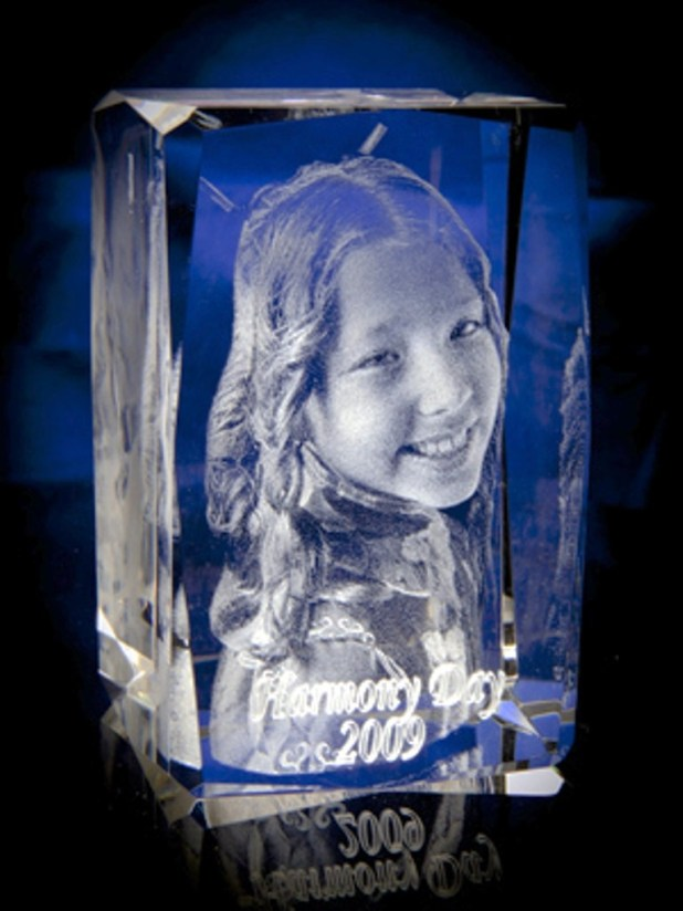 3D-Portraits-in-Glass-29 49 Most Fabulous 3D Portraits in Glass