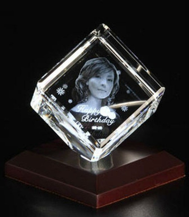 3D-Portraits-in-Glass-3 49 Most Fabulous 3D Portraits in Glass