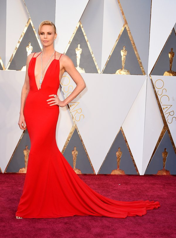 CcYl45pWwAAiIkt Top Best 5 Red Carpet Looks in The 88th Academy Award
