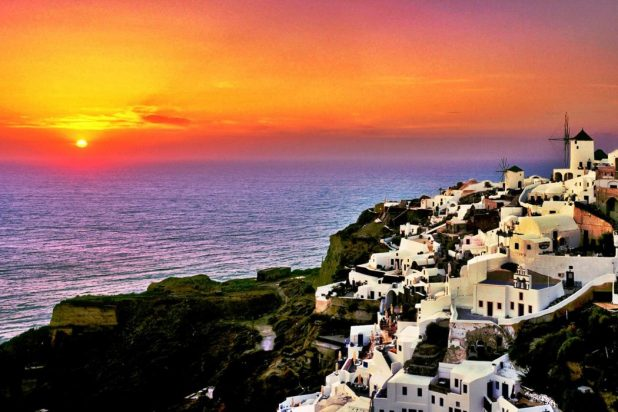 Santorini-Sunset-Greece 4 Best Places To Watch Sunset Around The World