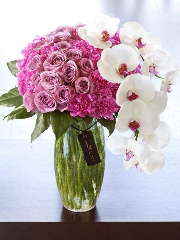 clean-your-vases-3 7 Tricks to Make Flowers Last forever ...