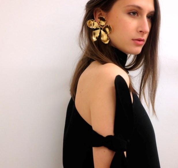 single-earrings-6 23 Most Breathtaking Jewelry Trends in 2017