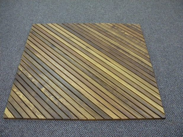 Wooden-square-shaped-bath-rug4-675x506 6 Easy DIY Bathroom Rugs