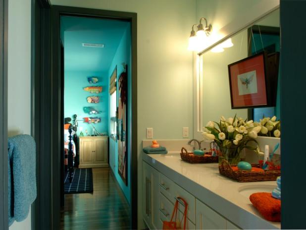 DH2010_01-jack-and-jill-bath-wide_s4x3.jpg.rend_.hgtvcom.966.725-675x507 5 Bathroom Designs of kids' Dreams