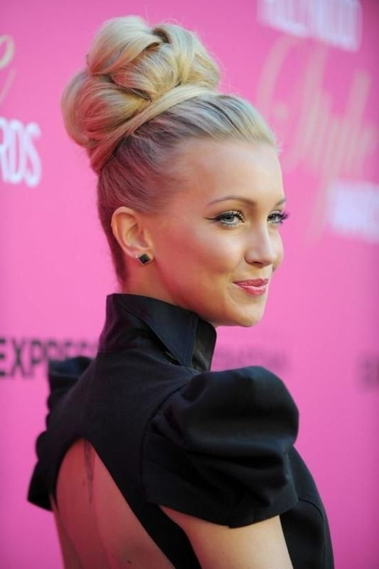 15 Messy and Sleek High Bun Hairstyles