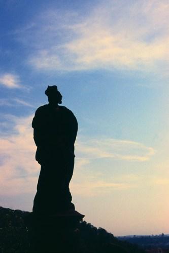 A statue horizon | Canon EOS 3 | Tamron 28-75 F/2.8 | Fuji Velvia 100