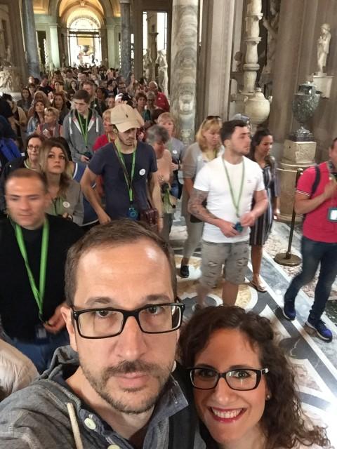 Vo Vatikánskych múzeách nebudete sami :)