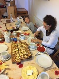 Úžasné raňajky z domácich surovín, pripravené špeciálne pre nás