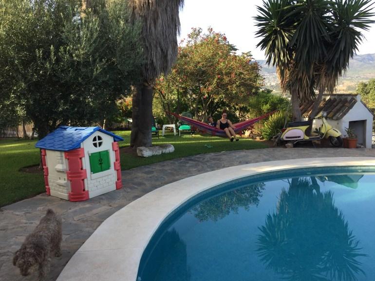 Naše ubytko pri Malage bolo úplne super. Hojdacie siete aj bazén si užívali všetci členovia výpravy.